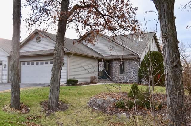323 Parkview Ct, Hartland, WI 53029 (#1669832) :: Keller Williams Realty - Milwaukee Southwest