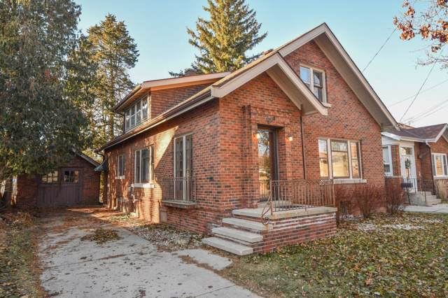506 Dewey Ave, Watertown, WI 53094 (#1670432) :: RE/MAX Service First Service First Pros
