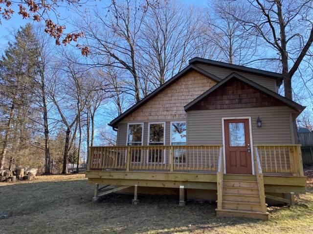 508 Oakwood Trl, Twin Lakes, WI 53181 (#1671850) :: Keller Williams Momentum