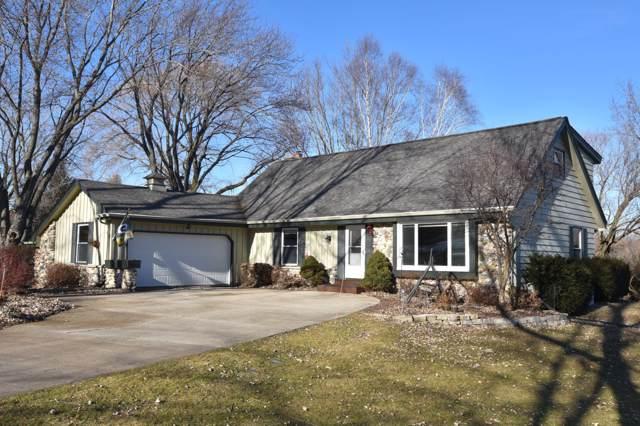 7550 Devonshire Dr, Cedarburg, WI 53012 (#1672292) :: Tom Didier Real Estate Team