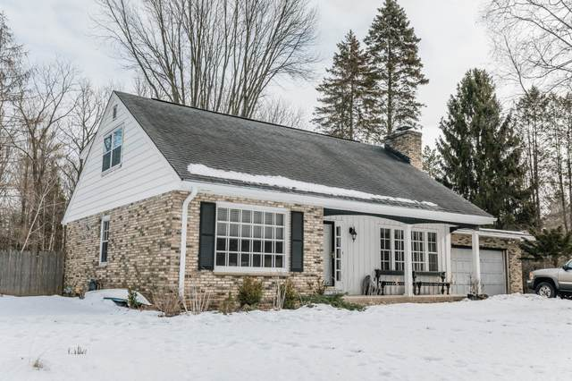 988 Hawthorne Ln, Cedarburg, WI 53012 (#1676264) :: Tom Didier Real Estate Team