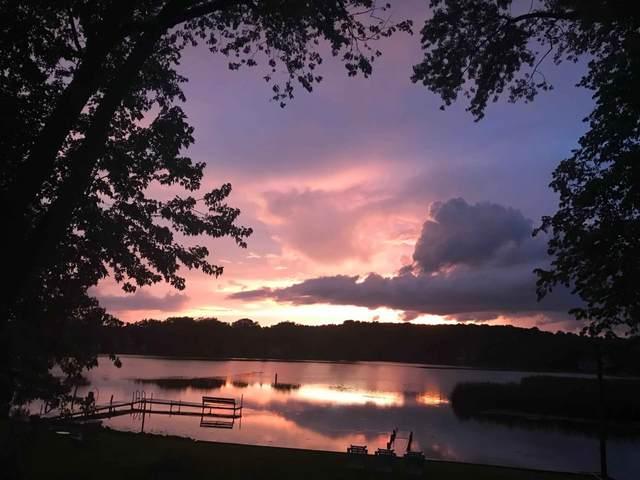 9652 271st Ave, Salem Lakes, WI 53179 (#1677041) :: Keller Williams Momentum