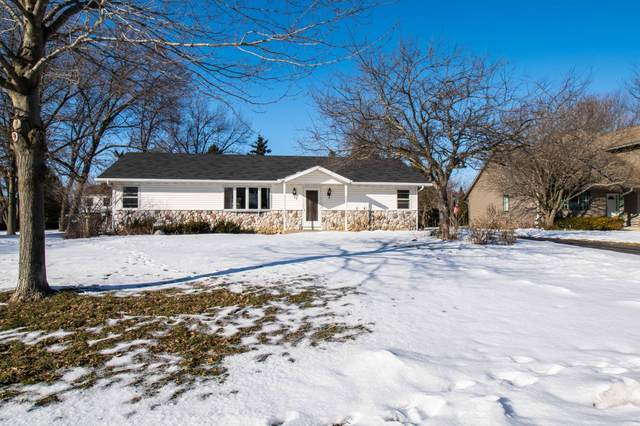 304 W Oak Ln, Elkhorn, WI 53121 (#1677797) :: Keller Williams Realty - Milwaukee Southwest