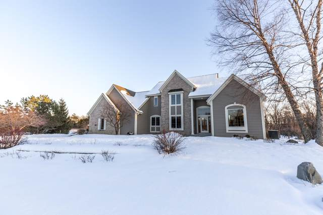 2072 N Hickory Ct, Summit, WI 53066 (#1677968) :: RE/MAX Service First Service First Pros