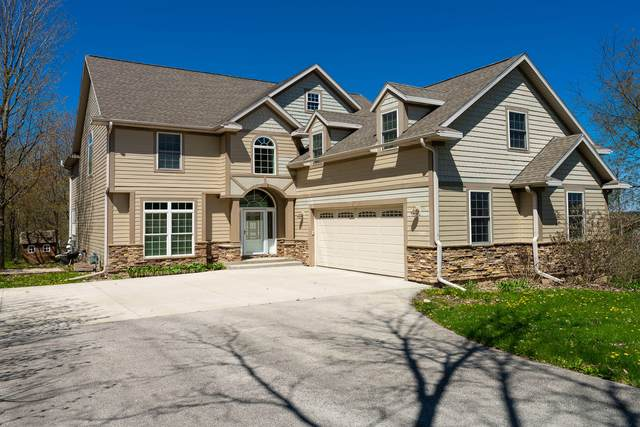 1230 Pheasant Ct, Lake Geneva, WI 53147 (#1679248) :: RE/MAX Service First Service First Pros
