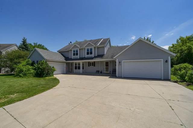 W196N11266 Shadow Wood Ln, Germantown, WI 53022 (#1679979) :: Tom Didier Real Estate Team
