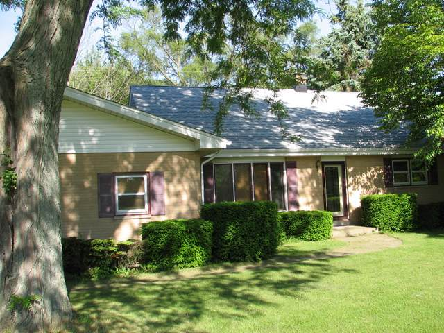 1426 25th Ave, Somers, WI 53140 (#1681321) :: RE/MAX Service First Service First Pros