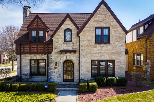 4396 N Wildwood Ave, Shorewood, WI 53211 (#1682474) :: Tom Didier Real Estate Team