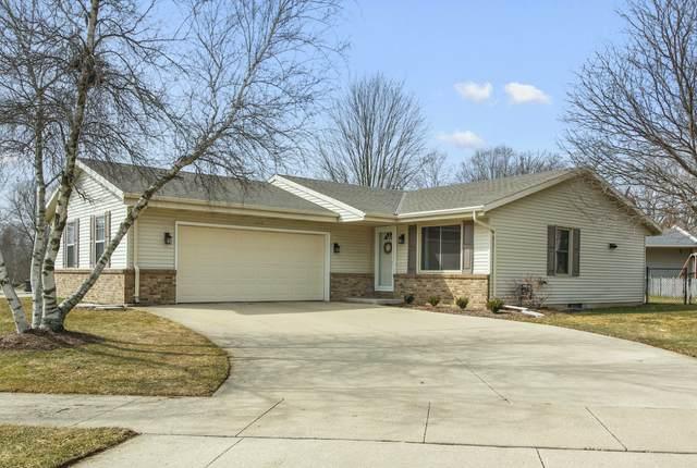 1015 Van Buren Ave, Hartford, WI 53027 (#1682931) :: Tom Didier Real Estate Team