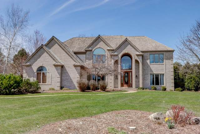 19535 Summerhill Ct, Brookfield, WI 53045 (#1685908) :: RE/MAX Service First Service First Pros