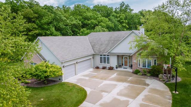 4313 W Hunters Ct, Franklin, WI 53132 (#1692293) :: RE/MAX Service First Service First Pros