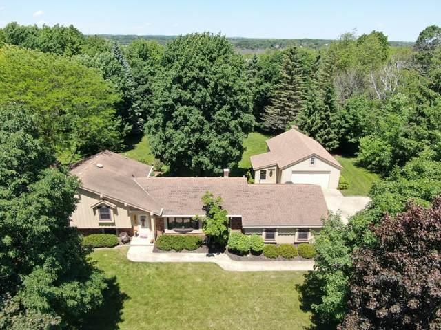 1900 Woodsfield Dr, Richfield, WI 53076 (#1693864) :: NextHome Prime Real Estate