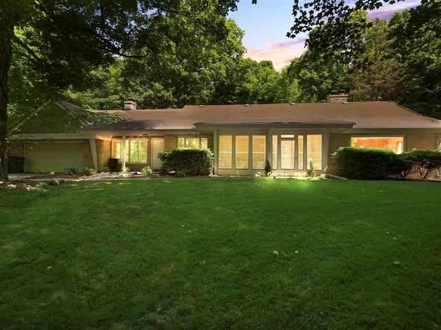 8000 W Edgerton Ave, Greendale, WI 53129 (#1694418) :: Keller Williams Realty - Milwaukee Southwest