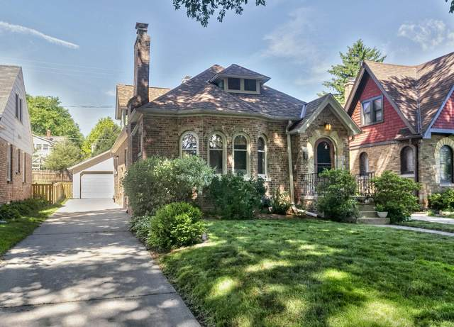 2643 N 74th St, Wauwatosa, WI 53213 (#1694596) :: OneTrust Real Estate
