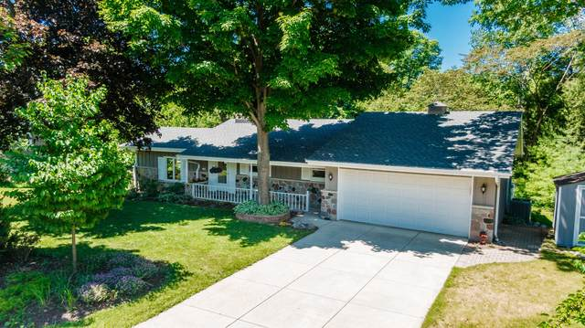 1729 16th Ave, Grafton, WI 53024 (#1695760) :: RE/MAX Service First Service First Pros