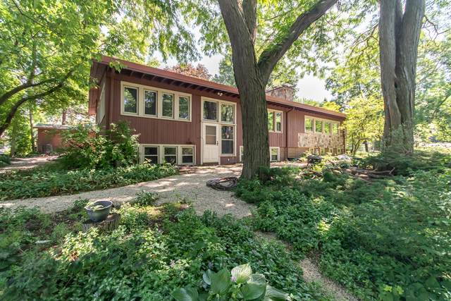 1206 E Newhall Ave, Waukesha, WI 53186 (#1696990) :: RE/MAX Service First Service First Pros