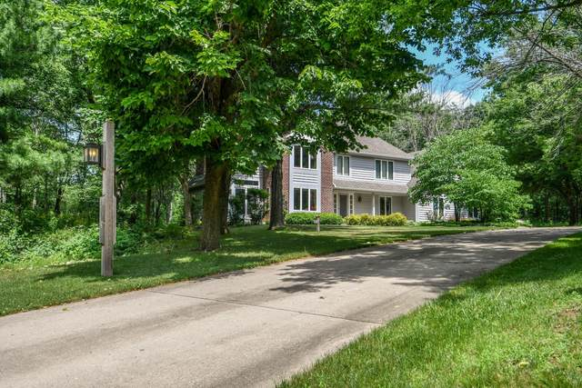 1248 N Lost Woods Rd, Summit, WI 53066 (#1697187) :: RE/MAX Service First