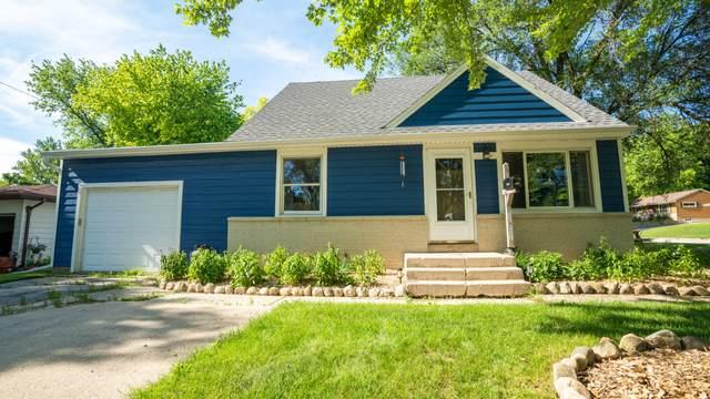 304 Acorn Rd, West Bend, WI 53090 (#1697203) :: Tom Didier Real Estate Team