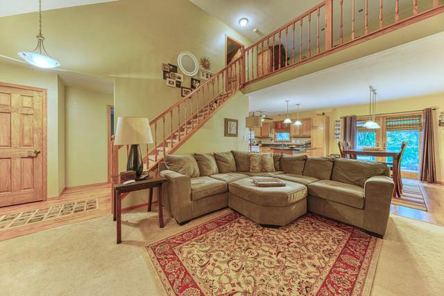 29011 Kramer Dr, Waterford, WI 53185 (#1697946) :: RE/MAX Service First Service First Pros