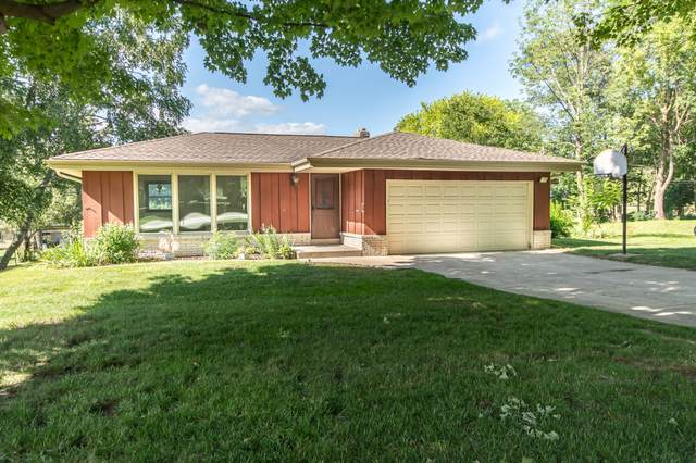 21450 Clarion Ln, Brookfield, WI 53186 (#1698608) :: RE/MAX Service First Service First Pros