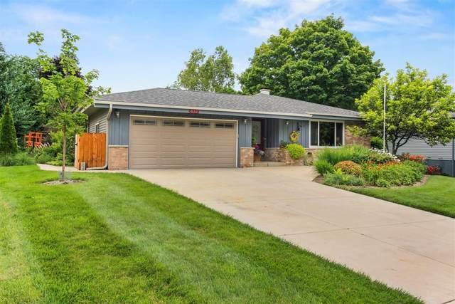 632 Hollybrook Ln, Saukville, WI 53080 (#1699937) :: OneTrust Real Estate