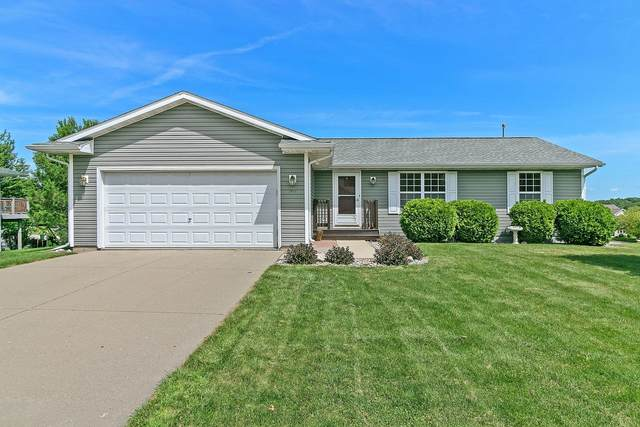 364 E Sunny Hill Dr, Elkhorn, WI 53121 (#1701755) :: RE/MAX Service First Service First Pros