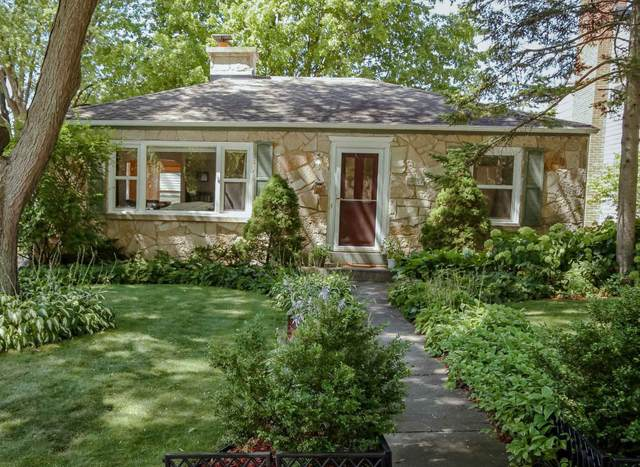 2557 N 80th St, Wauwatosa, WI 53213 (#1702202) :: NextHome Prime Real Estate