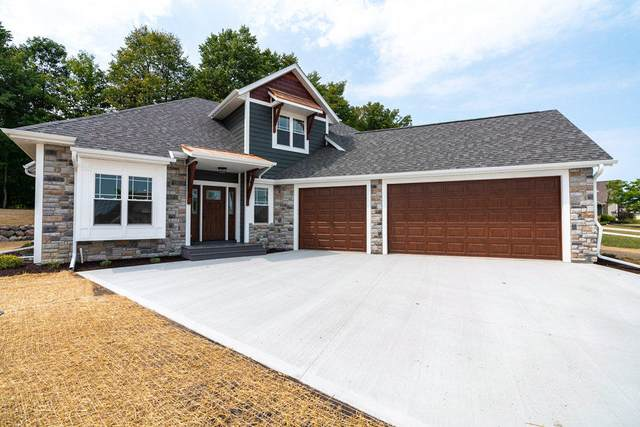 1523 Red Oak Dr, Hartford, WI 53027 (#1703248) :: RE/MAX Service First Service First Pros