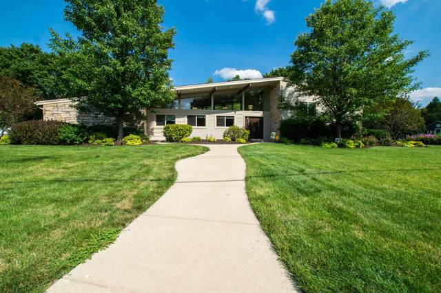 17 N Spencer St, Elkhorn, WI 53121 (#1703375) :: RE/MAX Service First Service First Pros