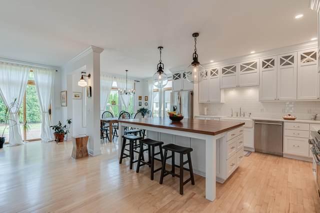 W73N415 Mulberry Ave, Cedarburg, WI 53012 (#1703400) :: Tom Didier Real Estate Team