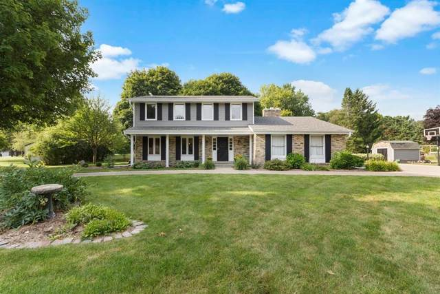 N8W31687 Huckleberry Way, Delafield, WI 53018 (#1703404) :: RE/MAX Service First Service First Pros