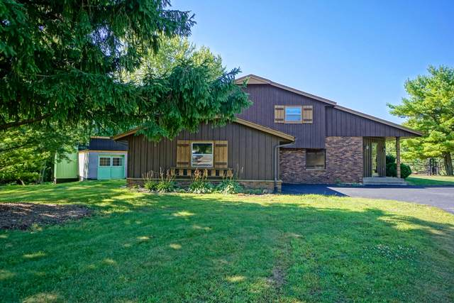 W310N1054 Bunker Hill Trl, Delafield, WI 53018 (#1703508) :: RE/MAX Service First Service First Pros