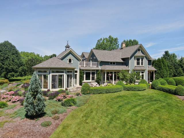 12921 N Fox Hollow Rd, Mequon, WI 53097 (#1704388) :: OneTrust Real Estate