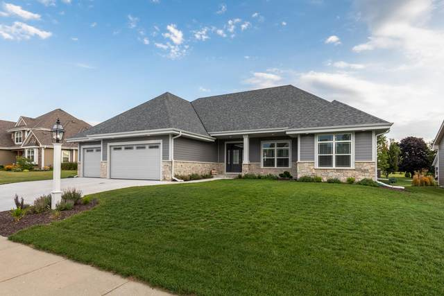 1729 Moccasin Trl, Waukesha, WI 53189 (#1704552) :: RE/MAX Service First Service First Pros