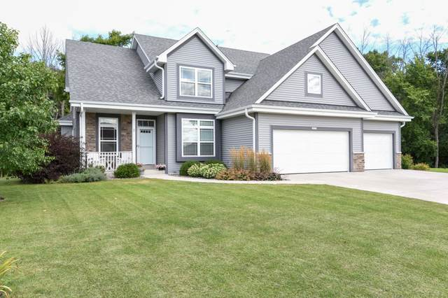 10523 S Rosemont Ln, Oak Creek, WI 53154 (#1705144) :: RE/MAX Service First Service First Pros