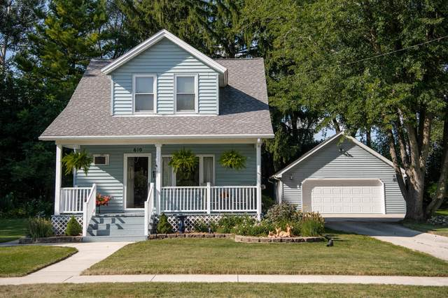 610 Jackson St, West Bend, WI 53090 (#1705420) :: RE/MAX Service First Service First Pros