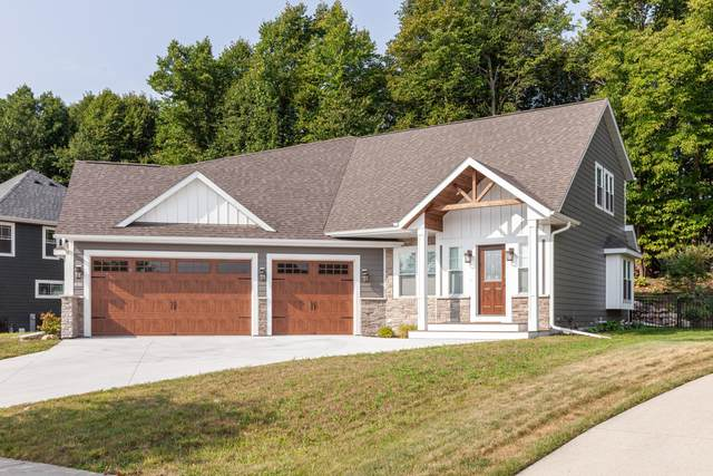 1519 Red Oak Dr, Hartford, WI 53027 (#1706807) :: RE/MAX Service First Service First Pros
