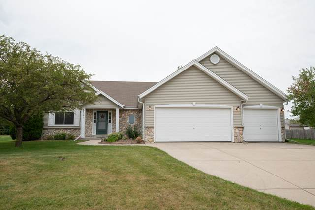 534 Baron Rd, Mukwonago, WI 53149 (#1707897) :: RE/MAX Service First Service First Pros