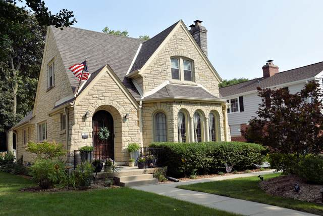7306 Grand Pkwy, Wauwatosa, WI 53213 (#1708166) :: RE/MAX Service First Service First Pros