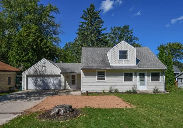 6154 2nd St, Hartford, WI 53027 (#1708291) :: Tom Didier Real Estate Team