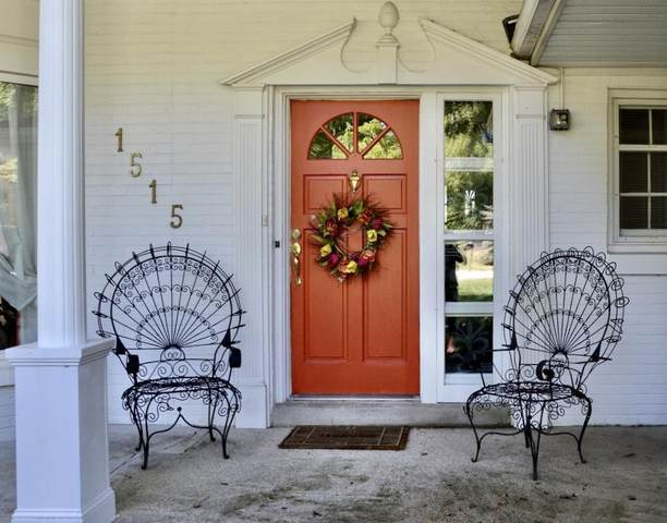 1515 E Bywater Ln, Fox Point, WI 53217 (#1712710) :: Tom Didier Real Estate Team