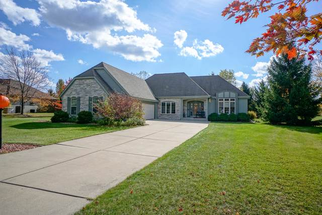 105 Trails Edge Ct, Hartland, WI 53029 (#1713906) :: RE/MAX Service First Service First Pros