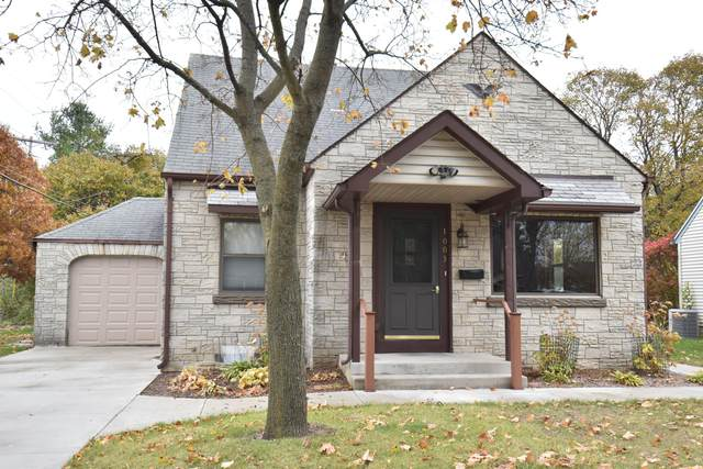 1003 Lincoln Dr W, West Bend, WI 53095 (#1715226) :: OneTrust Real Estate