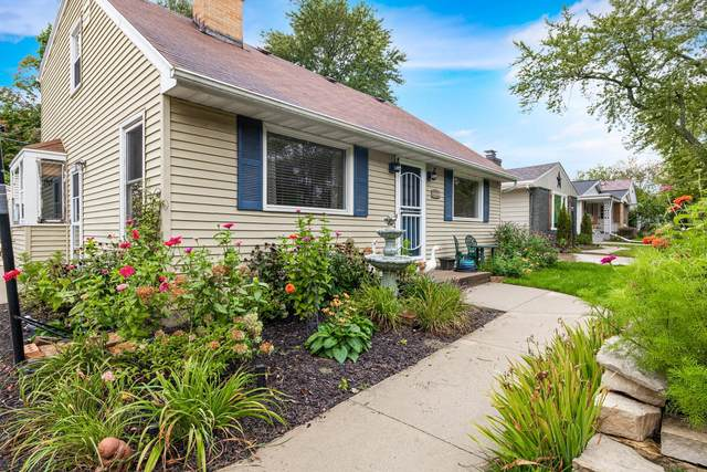 2521 N 113th St, Wauwatosa, WI 53226 (#1715409) :: Tom Didier Real Estate Team