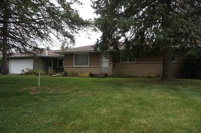 4211 S Moorland Rd, New Berlin, WI 53151 (#1715554) :: RE/MAX Service First Service First Pros