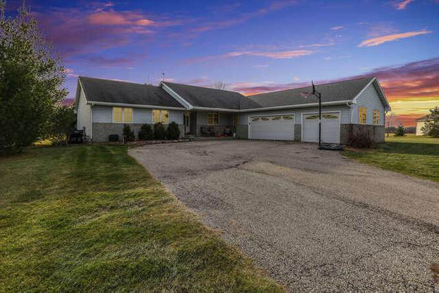 33411 Sumerta Ct, Waterford, WI 53120 (#1719527) :: Tom Didier Real Estate Team