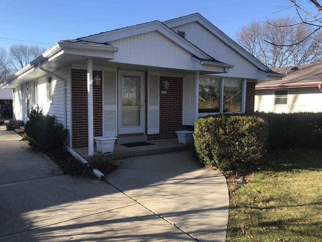 1815 N 116th St, Wauwatosa, WI 53226 (#1720036) :: OneTrust Real Estate