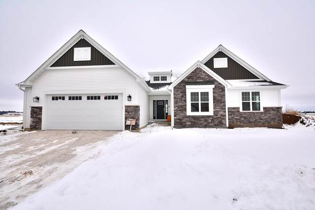 1340 Foxwood Pass, Oconomowoc, WI 53066 (#1723035) :: Tom Didier Real Estate Team