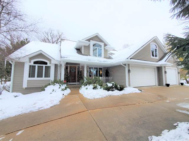 1023 Tarrant Dr, Fontana, WI 53125 (#1724197) :: RE/MAX Service First