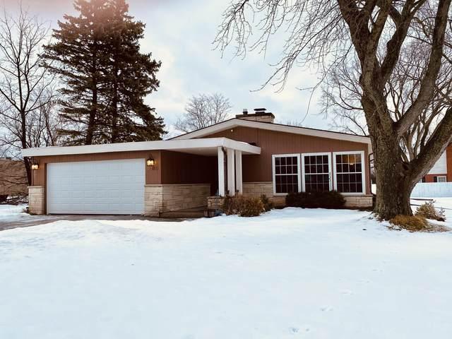 2140 Cloverhill Rd, Elm Grove, WI 53122 (#1724224) :: OneTrust Real Estate